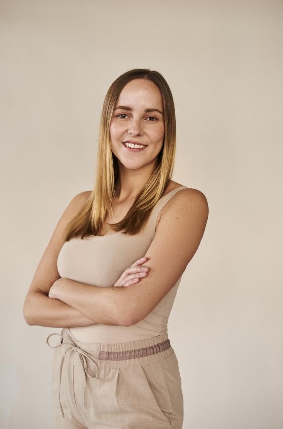 Janina Bu. - Hostess, Promoterin - Envy My People